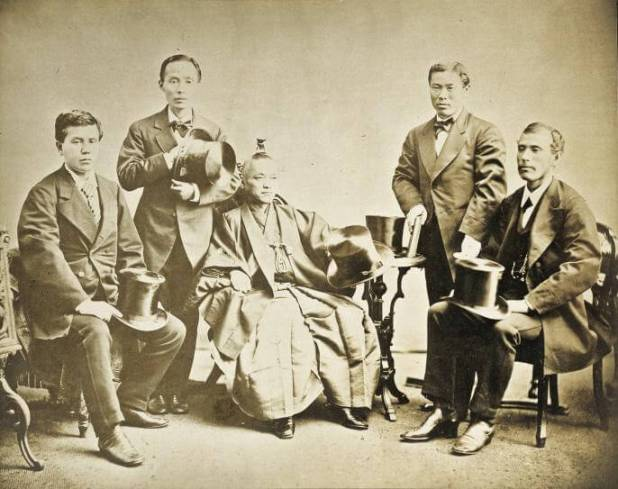 Foto de la Misión Iwakura Fuente: https://upload.wikimedia.org/wikipedia/commons/7/7a/Iwakura_mission.jpg