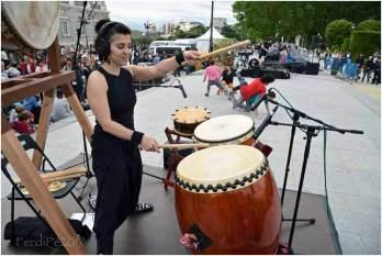 Isabel Romeo durante una demostración de sus dotes con el taiko.