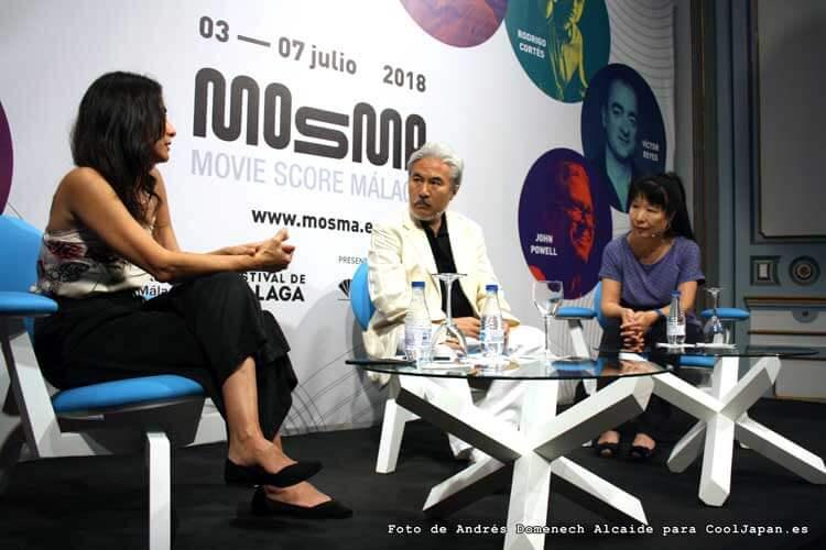 Tarō Iwashiro en el centro, acompañado de Isabel Vázquez y la música Kayoko Morimoto (quien, un año más, ha ejercido como intérprete para nosotros) durante el encuentro con los fans y la prensa en el Teatro Cervantes de Málaga.