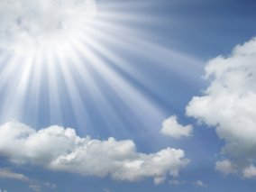 sun-rays-coming-out-of-the-clouds-in-a-blue-sky