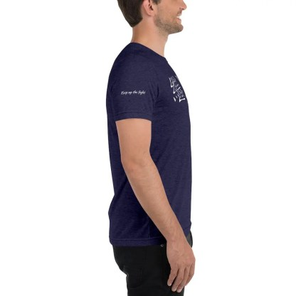 Guy in dark blue short sleeved t shirt with keep up the fight on right sleeve in English & same phrase in Chinese, facing left.