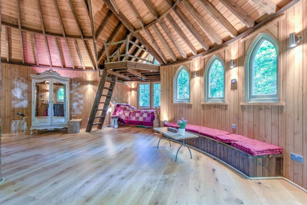 Cedar Hollow Treehouse A Luxury Retreat In The Oxfordshire Woods