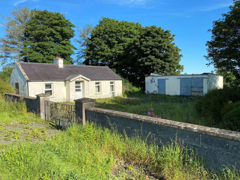 Paristown, Clonmellon, Co. Westmeath – Cottage on approx. 11.57 Ha (c. 28.6 acres)