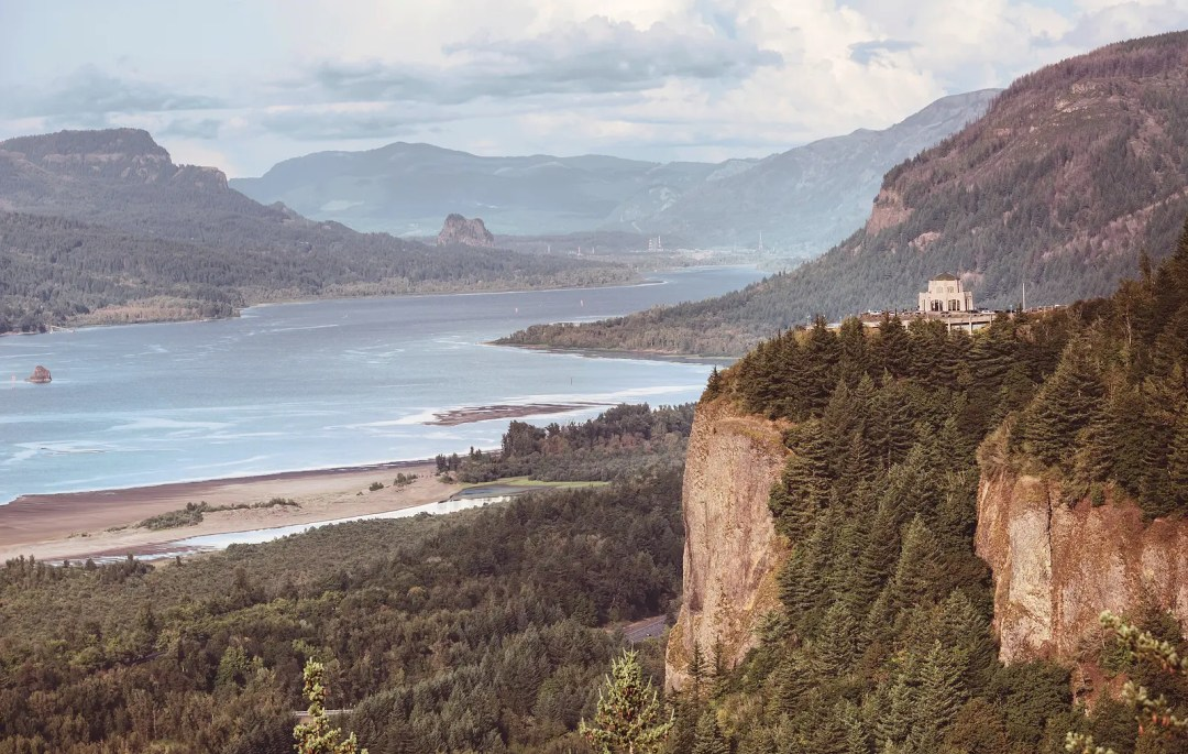 Gorge of Columbia River between Oregon and Washington, USA
