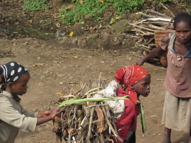 Les nenes, treballadores i explotades / Las niñas, trabajadoras y explotadas africa