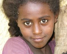 La mirada etíope, reflejo de cicatrices y sueños del alma