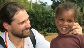 Tiempo para escuchar al corazón africa alegria gambo alegria sin fronteras dr alegria