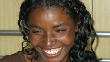 Calentando el 8M 8 de Marzo : Lectura obligada actualidad Racismo