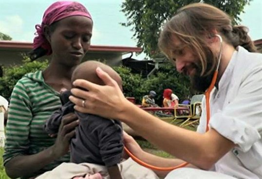 No hay mejor celebración que trabajar en sanidad y ponerte al servicio de la sociedad africa alegria gambo dr alegria gambo