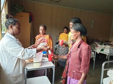 Luchamos contra el hambre en Etiopía, pero no de cualquier manera, con profesionalidad, cuidado y calidad que merecen las personas enfermas que sufren.  Ayúdanos a conseguirlo actualidad amistad colabora comunicacion cooperacion deshidratación desnutricion dona fam hambre teaming