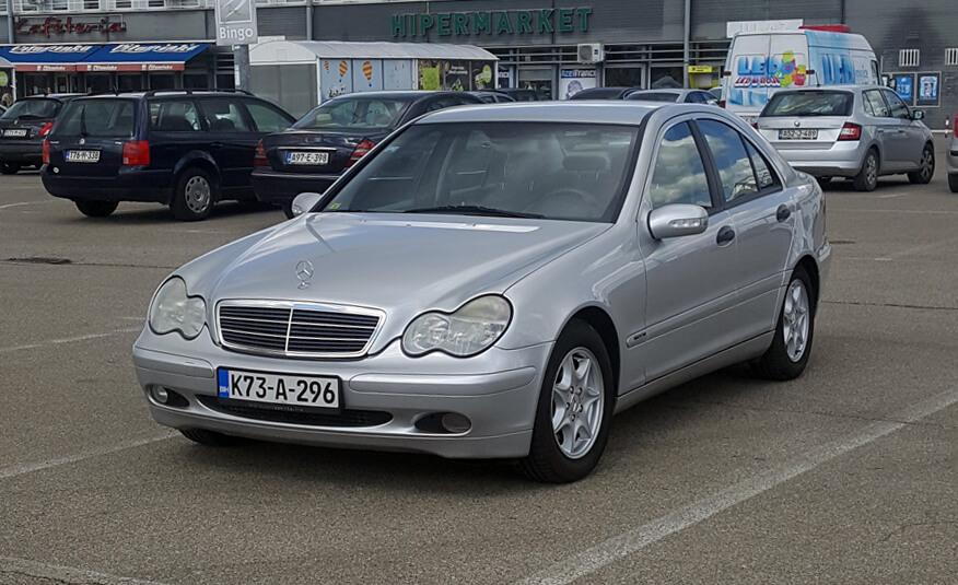 http://Mercedes%20C220%20(2001)%20druga%20slika