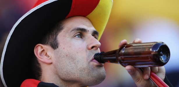 Regra sobre bebida em estádios da Copa aprovada no Congresso foi mantida pela presidente