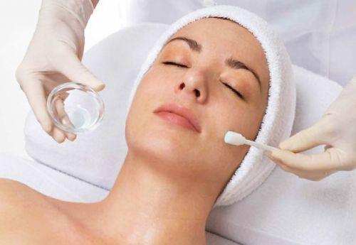 medicina-estetica-dra-danielle-siqueira-bencuya-peeling-botox-e-escleroterapia-em-copacabana