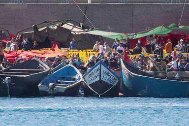 Canarias colapsa por la migración: la crisis humanitaria que desborda a Moncloa