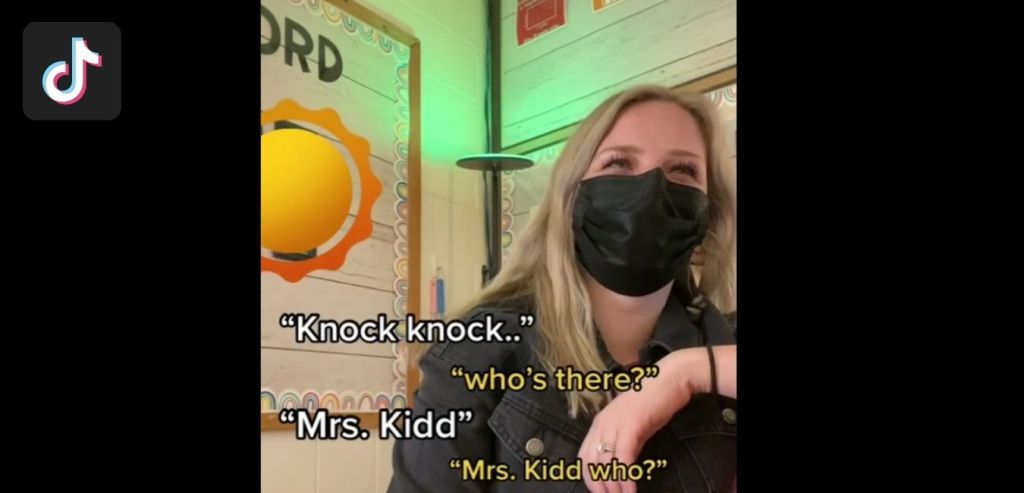 Profesora pide a sus estudiantes que la INSULTEN