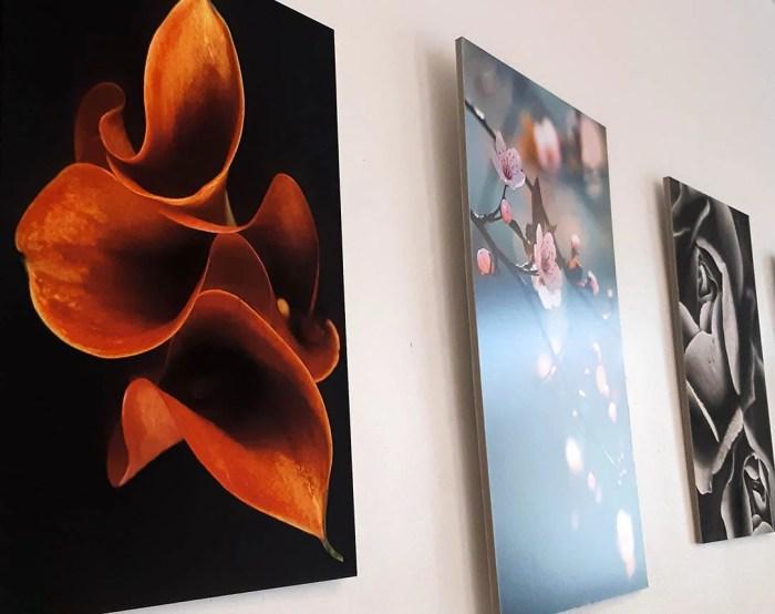 Idée-déco : vos images personnelles imprimées en hd, contrecollées sur carton-plume, et prêtes à poser au mur grâce à une attache-dos