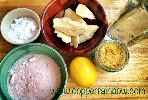 Salt, baking soda, cocoa butter, lemons, carnauba wax(vegan alternative to beeswax) and vinegar. Natural ingredients for cleaning and beauty products