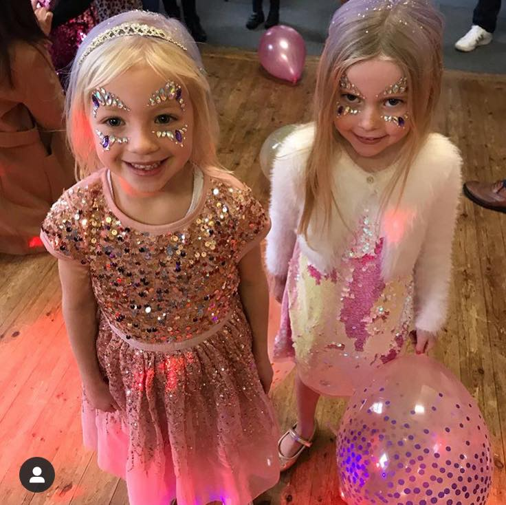 little girls with glitter faces and hair, glitter and hair bar, copycat glitter parties, glitter bash party