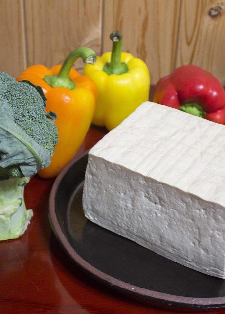 Tofu duro crudo en bloque