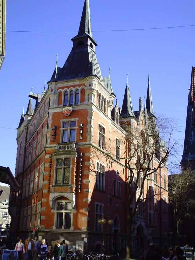 The triangular Old Townhall, buil in 1888.