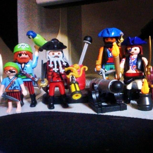 Desk pirates