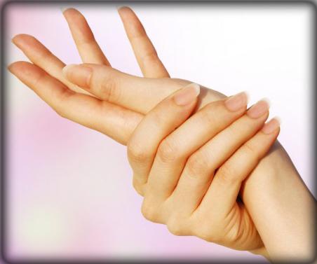 爪切りヤスリどっち?割れやすい爪を強くする方法&食べ物