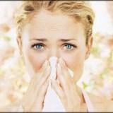 花粉症はなぜ起きる?症状を和らげる効果的&悪化させる食べ物飲み物は
