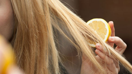 Лимонная маска для осветления окрашенных прядей