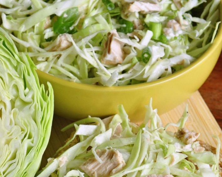салат из капусты с тунцом
