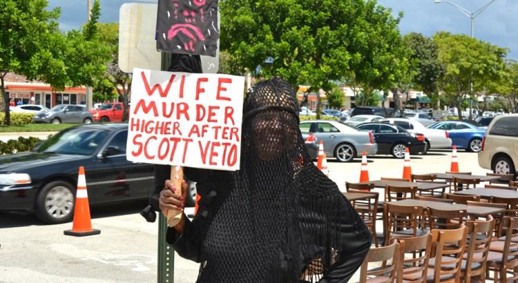 Burka-Wearing Gubernatorial Candidate Protests Gov Rick Scott