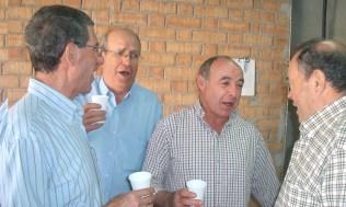 Chicos cantores: Higinio, Pepe, José Mª y Manuel.