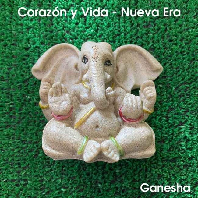 Ganesha es un dios del panteón hindú con cuerpo humano y cabeza de elefante, hijo de los dioses Shiva y Parvati. Es una de las deidades más conocidas y adoradas en la India, por ser removedor de obstáculos, patrono de las artes, de las ciencias y señor de la abundancia. Se lo invoca también como patrono de las escrituras durante la lectura de textos sagrados.