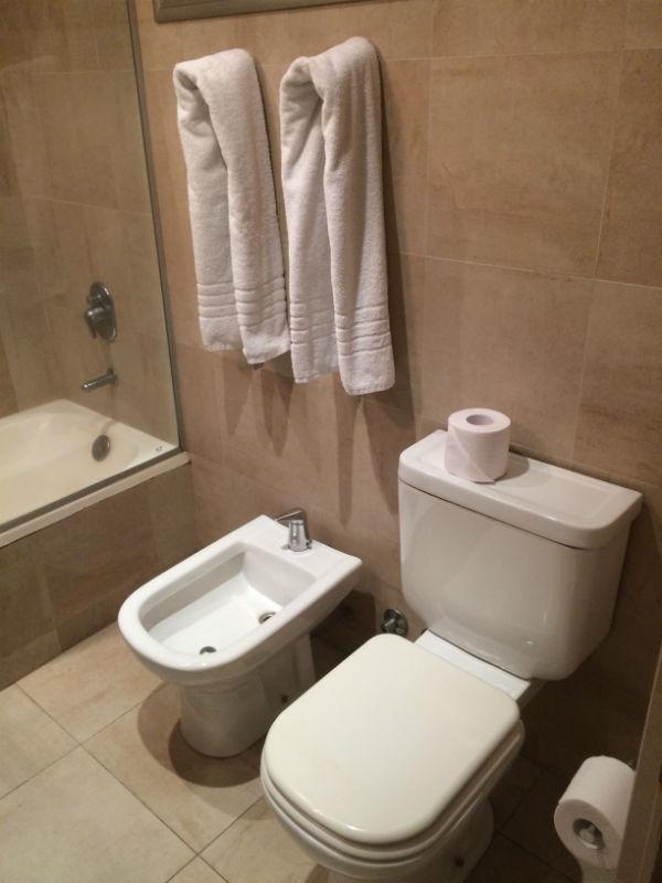 El baño del Esplendor Palermo Hollywood.