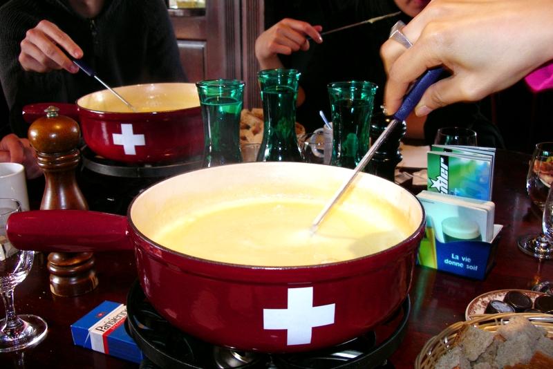 Fondue de queso al estilo suizo.