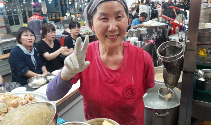 "Coluna Thaís Navarro: ""Street Food Asia"""