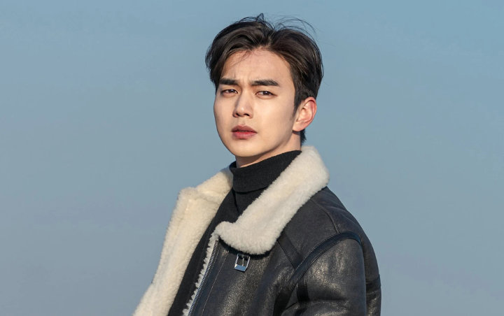 """YOO SEUNG HO CONSIDERA """"WHEN FLOWERS BLOOM, I THINK OF THE MOON"""""""