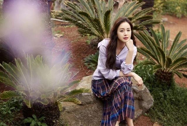 Kim Tae Hee aparece em uma nova sessão de fotos