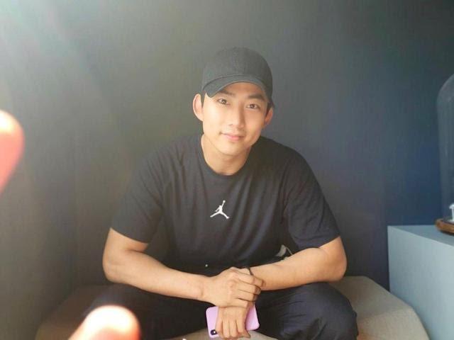 Taecyeon, estrela de 'Vincenzo' diz que stalkers invadiram seu quarto de hotel em Singapura enquanto ele dormia