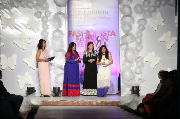 (L-R) Shivani Wazir   Neetu Pavan Manikatalia  Reynu Tandon awarding Fashionista student
