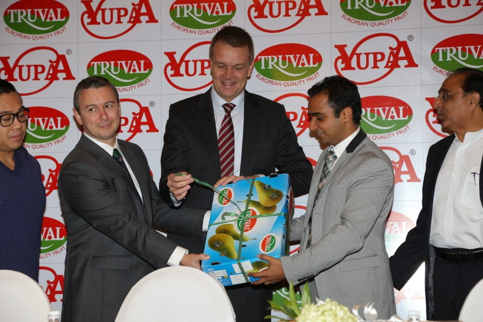 01 L- R Mr. Karl Van Den Bossche  Consul General of Belgium Mumbai  India  Mr. Jurgen Maerschand  Trade and Investmen_