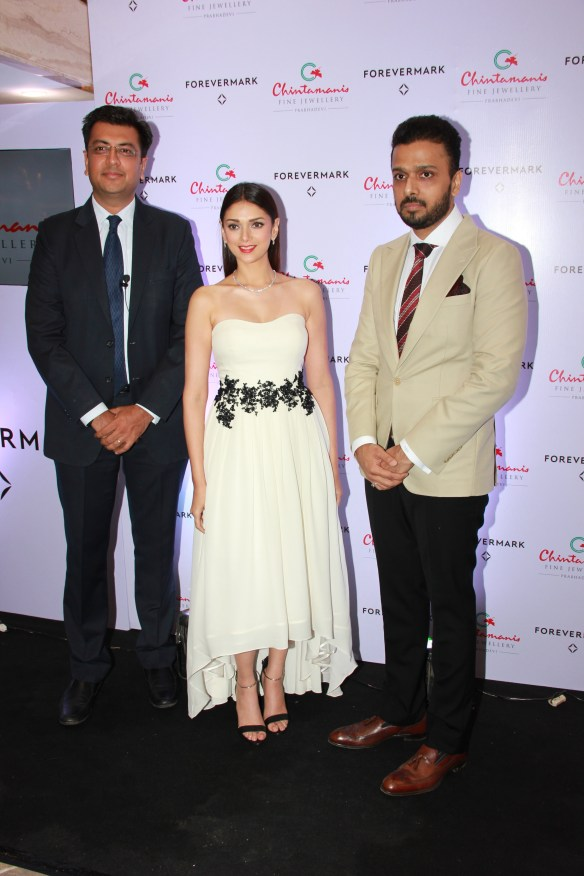 Mr.Sachin Jain  President Forevermark India  Aditi Raao Hydari  Mr.Chintamani Kaigaonkar  Owner Chintamanis
