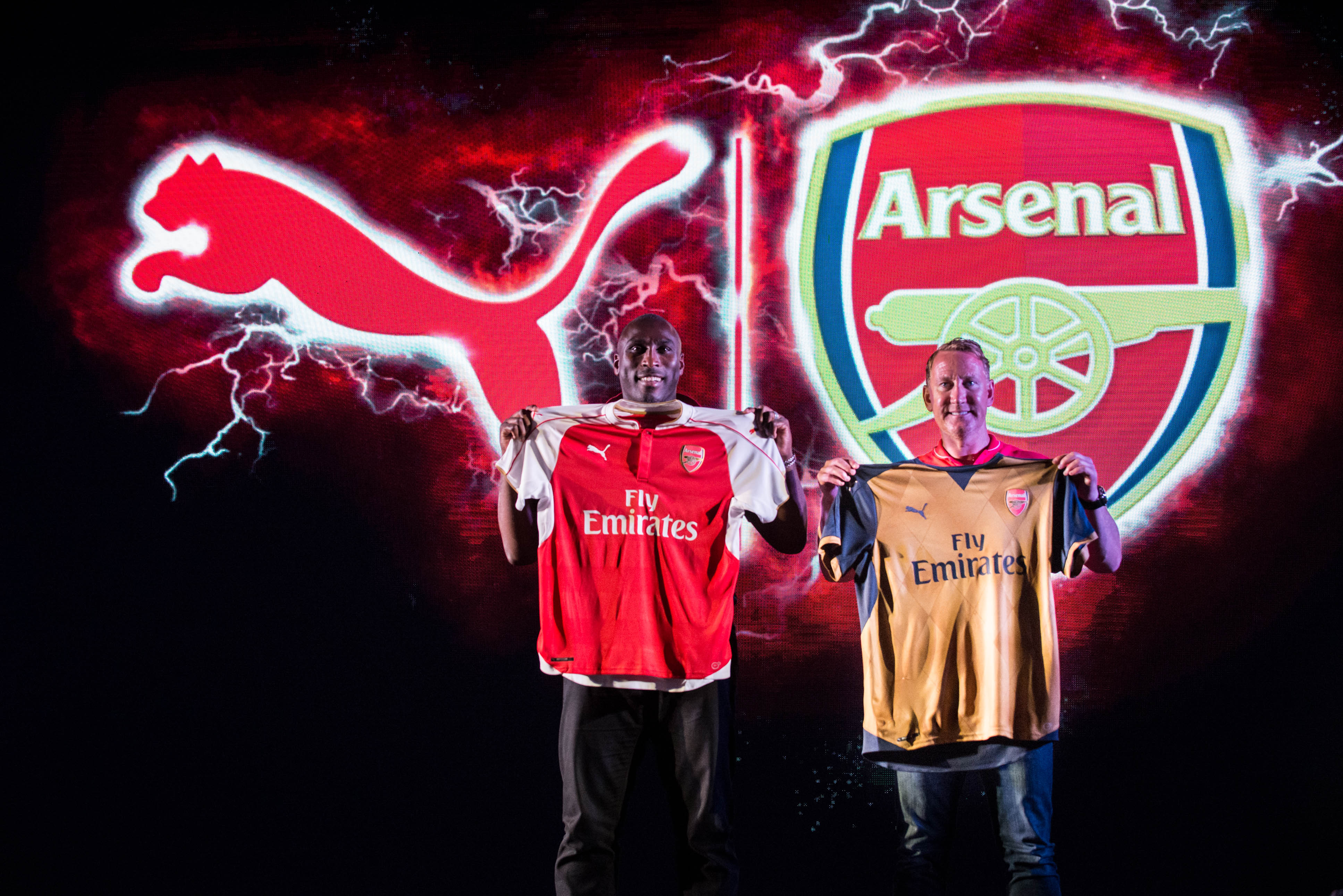 e4f4bb16f ... Arsenal legends Ray Parlour and Sol Campbell unveil the new PUMA Arsenal  kits in India for