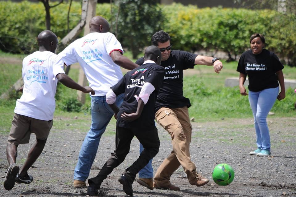 team-members-volunteering-at-kenya-office-of-godrej
