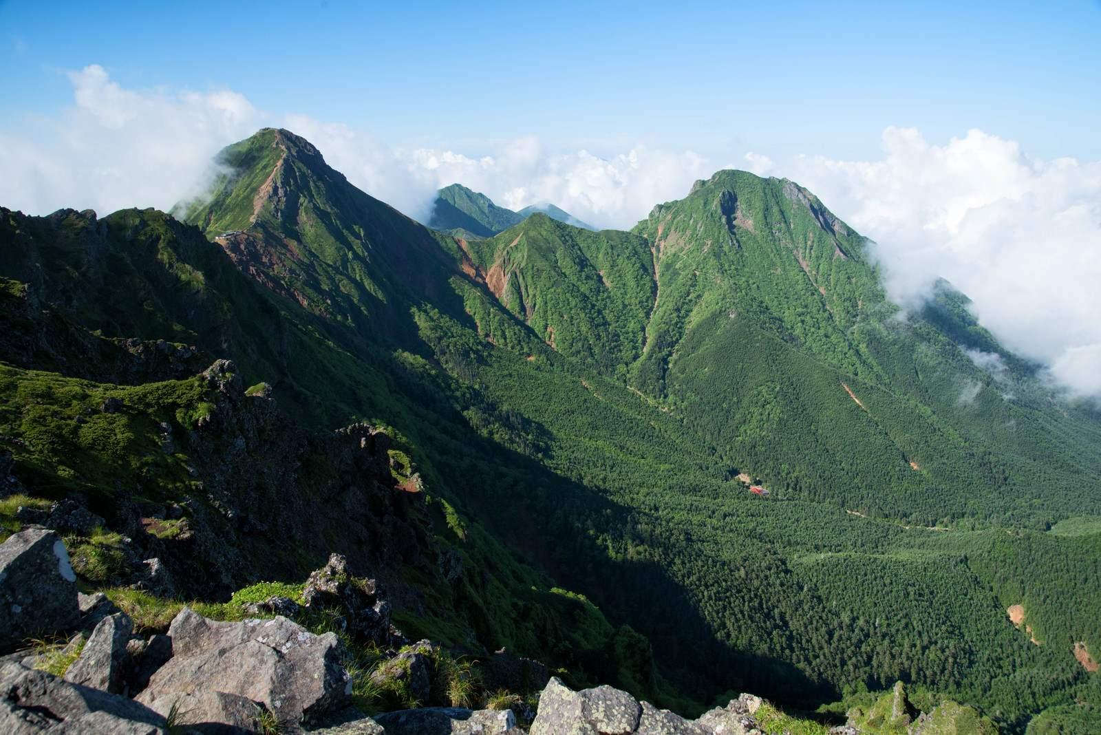 山にまつわる怖い話『山の少年』|洒落怖・山の怪談