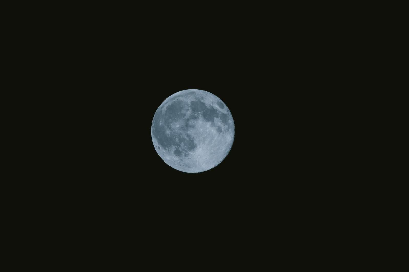 山にまつわる怖い話『綺麗な月』|洒落怖・山の怪談