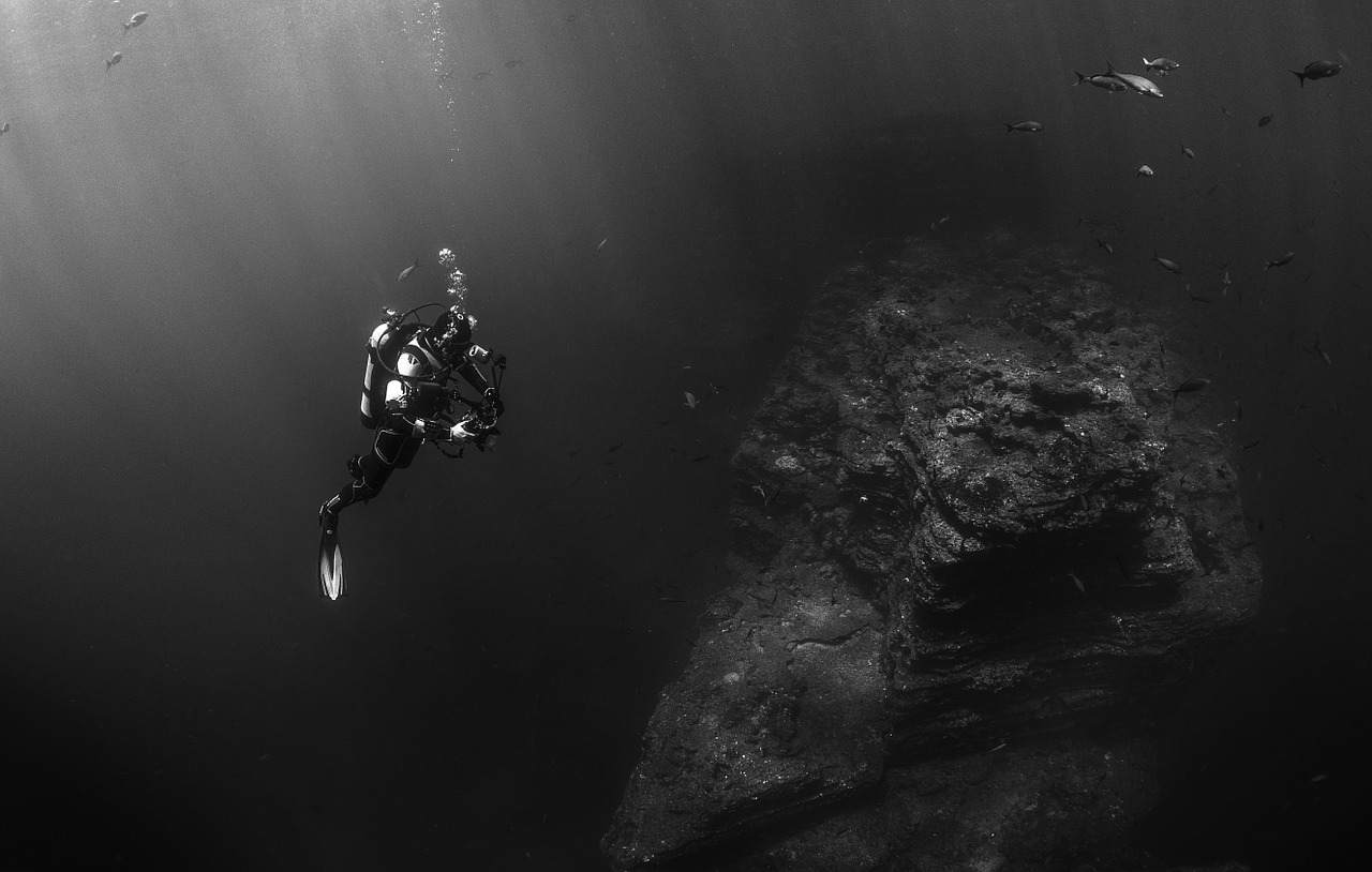 海にまつわる怖い話『ダイビング』|洒落怖・海の怪談