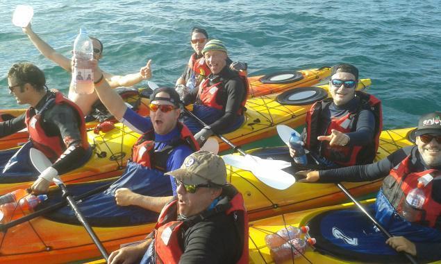 Une équipe de kayak