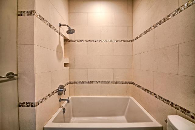 8901 Calera Dr Austin TX 78735-large-060-39-Bathroom 3-1500x1000-72dpi