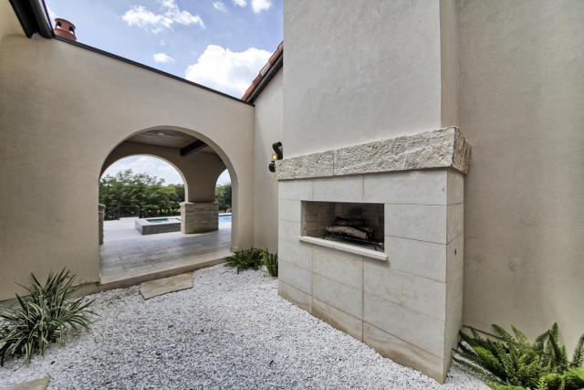 8901 Calera Dr Austin TX 78735-large-080-54-outdoor Fireplace-1500x1000-72dpi