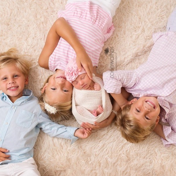 newborn photo session with siblings